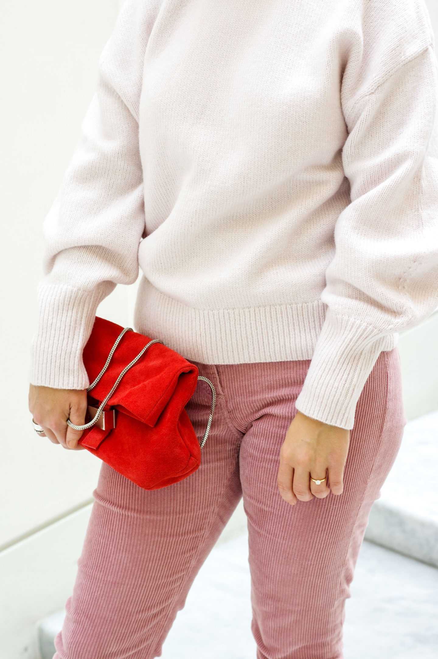 Corduroy trousers pink , sweater and red bag