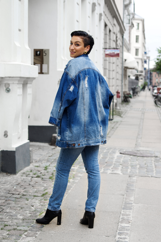 Oversized denim jacket fall winter Fashion 2017
