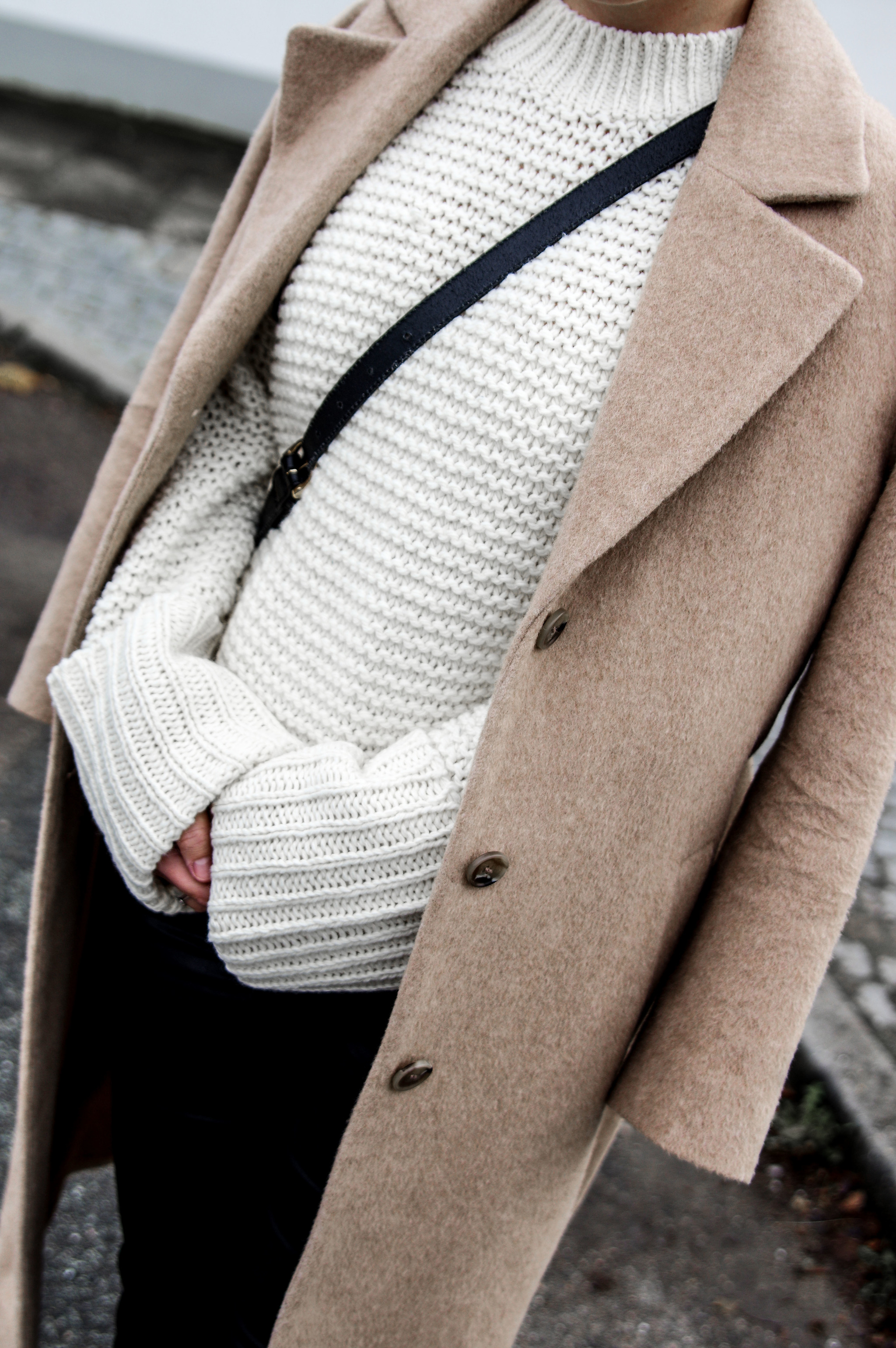 holiday season outfits winter women fashion style outfits, look of the day sweaters, camel coat
