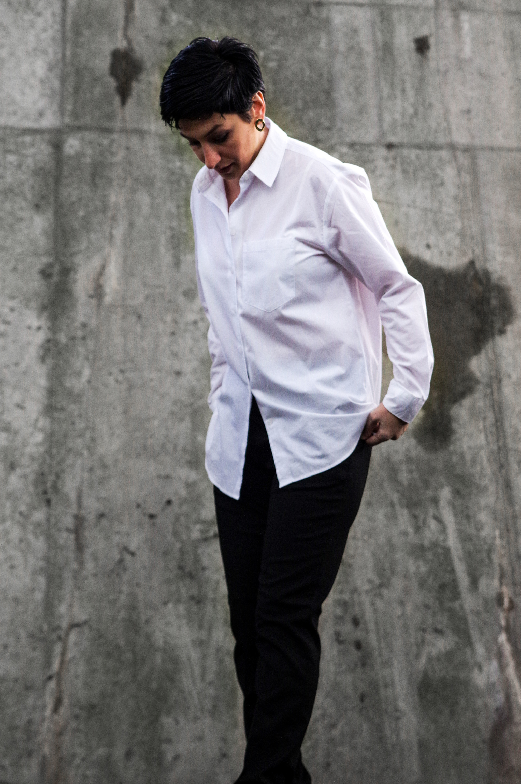 white shirt black pants, work wear outfit, classic, what to wear for holidays