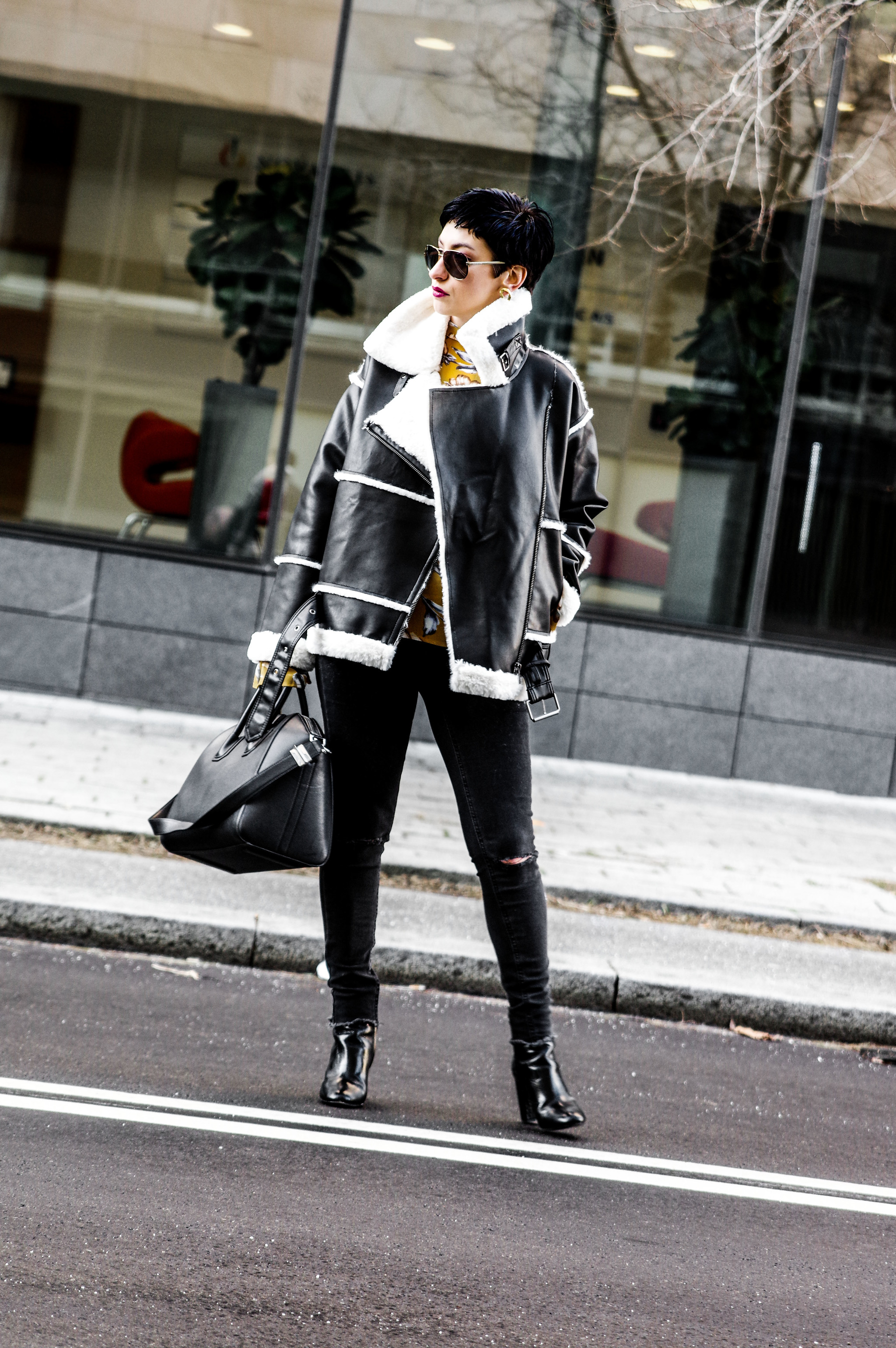 streetsyle winter outfit, outfit look for winter, coat, jeans, givenchy