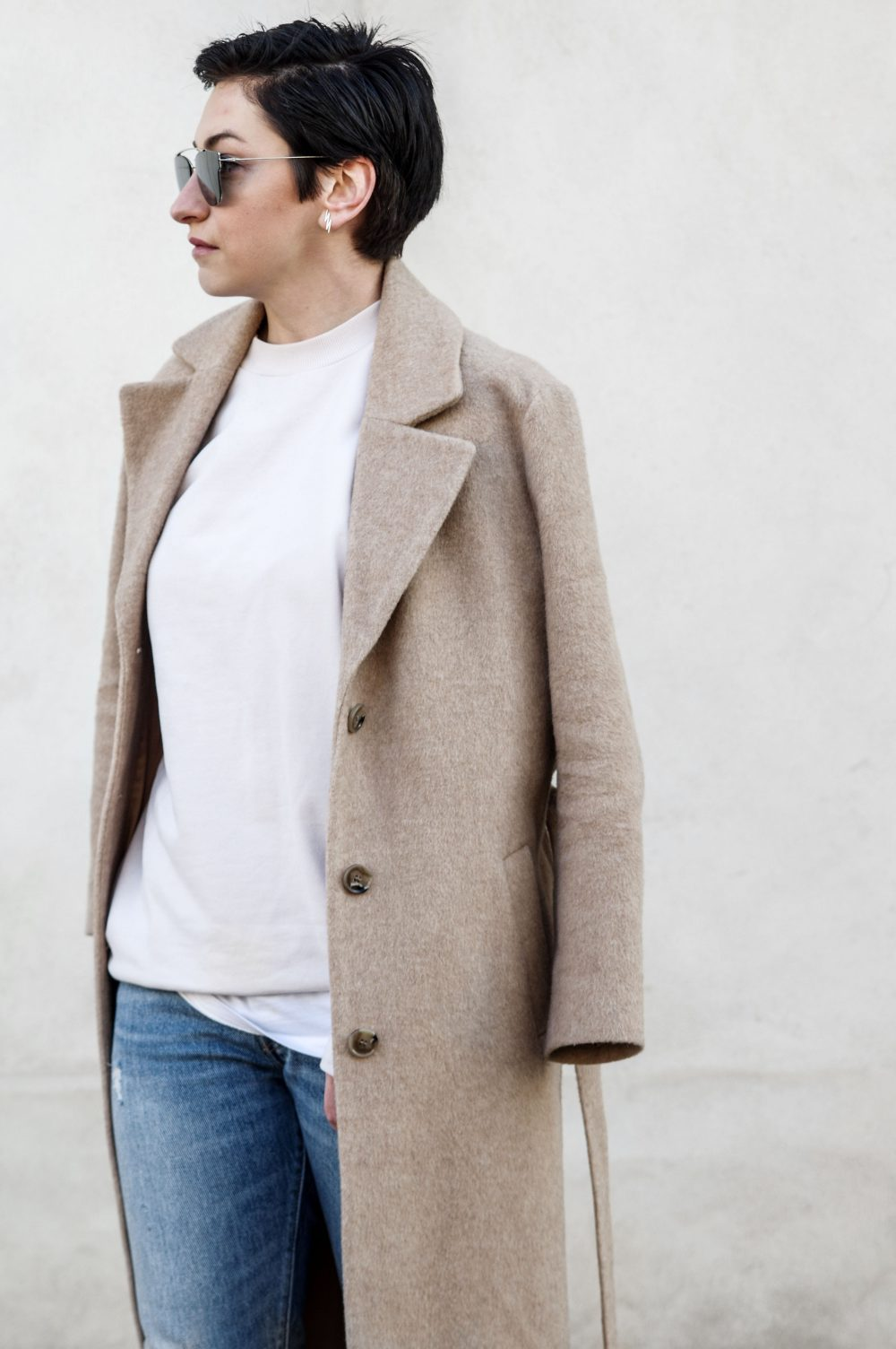 Scandinavian style, minimal streetstyle, copenhagen style, minimalistic style, coss stores, sweatshirt, short hair girl, dior sunglasses, casual outfit, spring outfit, outfit of the day 3