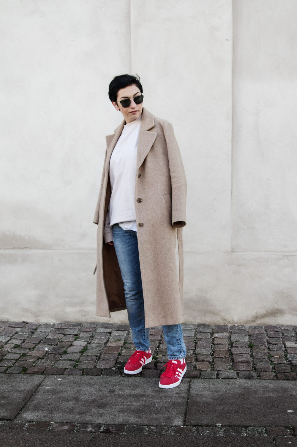Scandinavian style, minimal streetstyle, copenhagen style, minimalistic style, coss stores, sweatshirt, short hair girl, dior sunglasses, casual outfit, spring outfit, outfit of the day 4