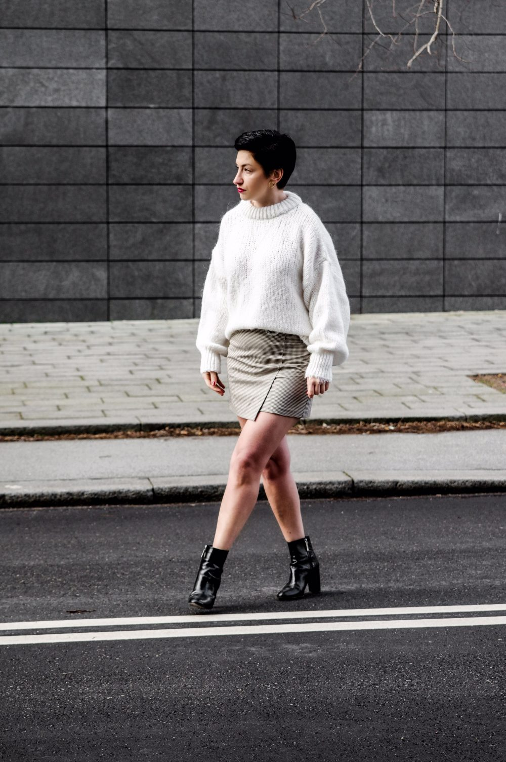 StreetStyle fashion 2018, oversized sweater, wrap skirt, winter outft, work wear, spring outfit, scandinavian style