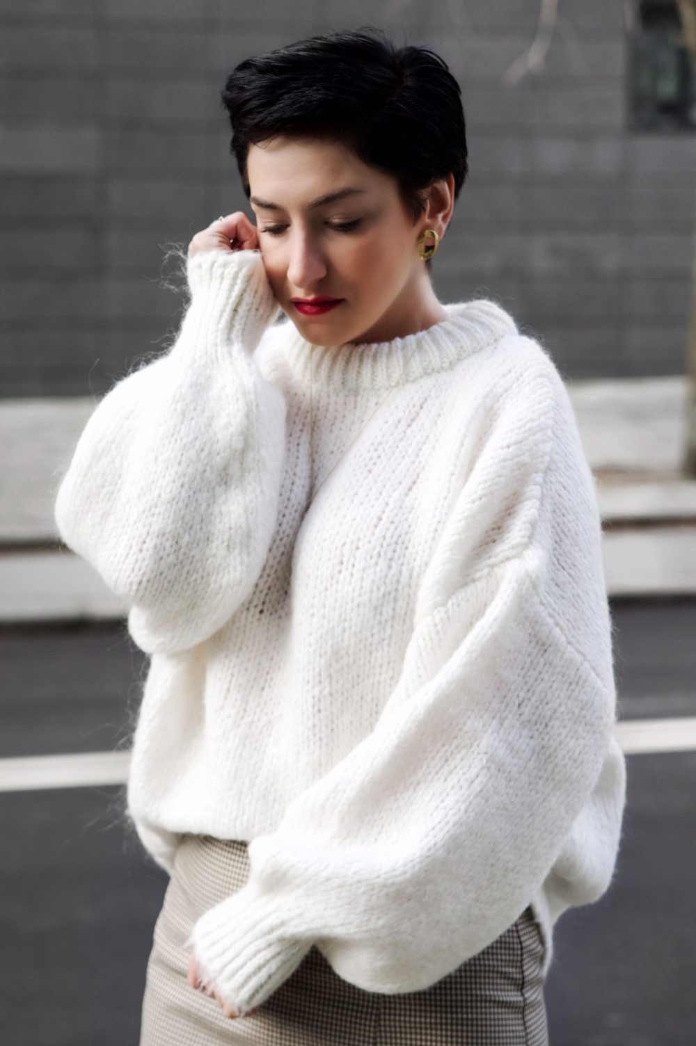WHITE KNITWEAR, WHITE SWEATER, OVERSIZED SWEATER, ZARA SWEATER, WINTER LOOK, SPRING OUTFIIT, casual look