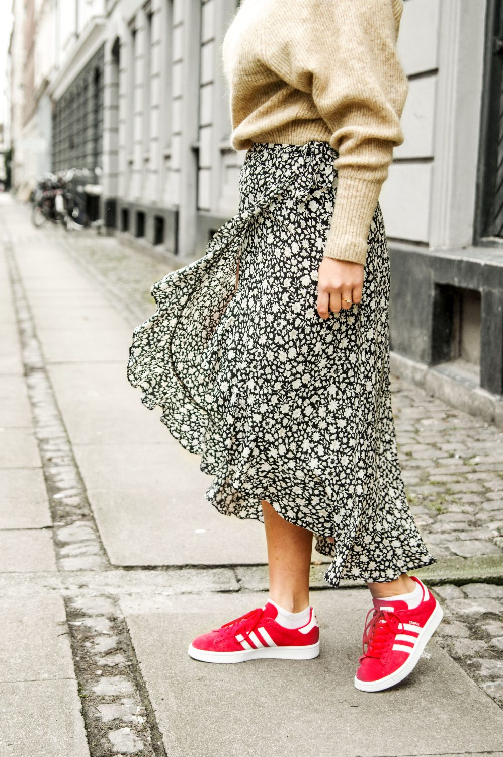 scandinavian fashion, plead skirt, sweater, winter fashion, minimlaist style 1
