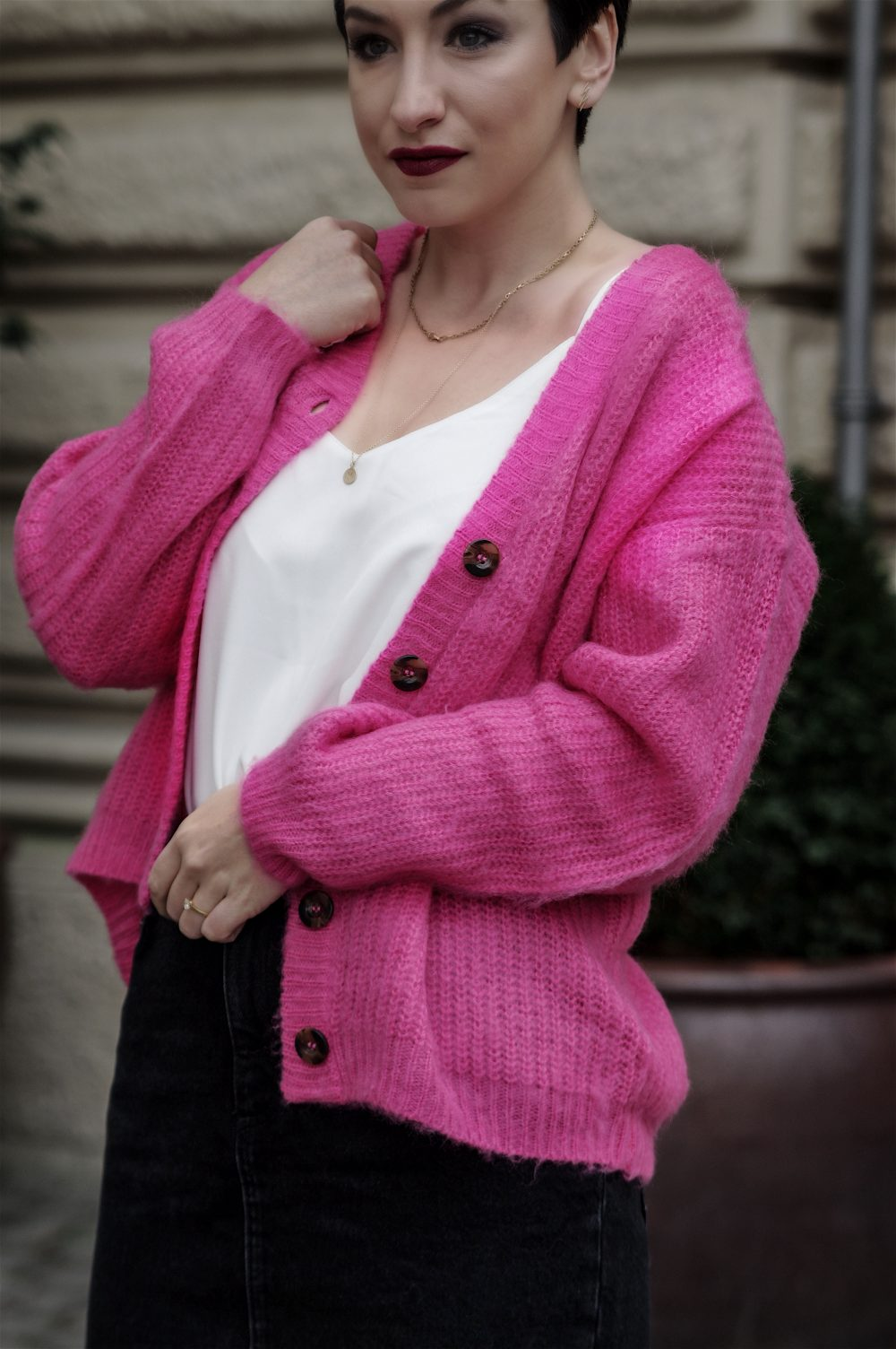 spring outfit,pink cardigan, sweater weather, white top, beauty, spring fashion 2018- MihaBalan.com