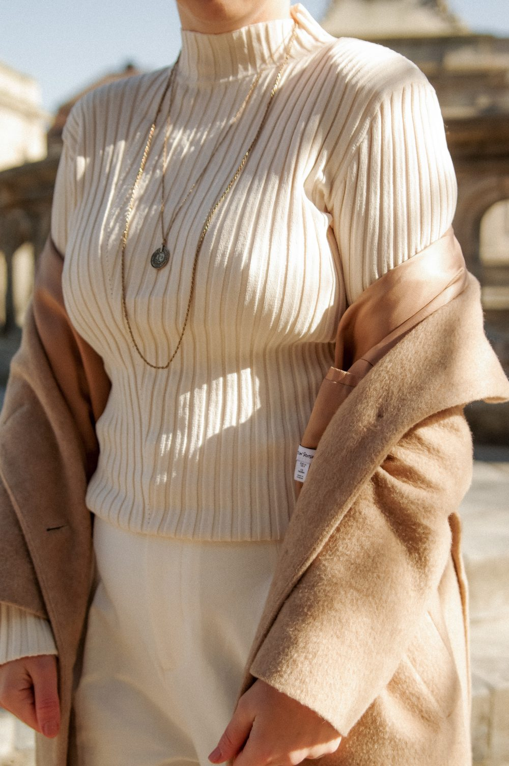 neutral outfit, Spring outfit, necklace urban outfitters, details, spring fashion 2018 2