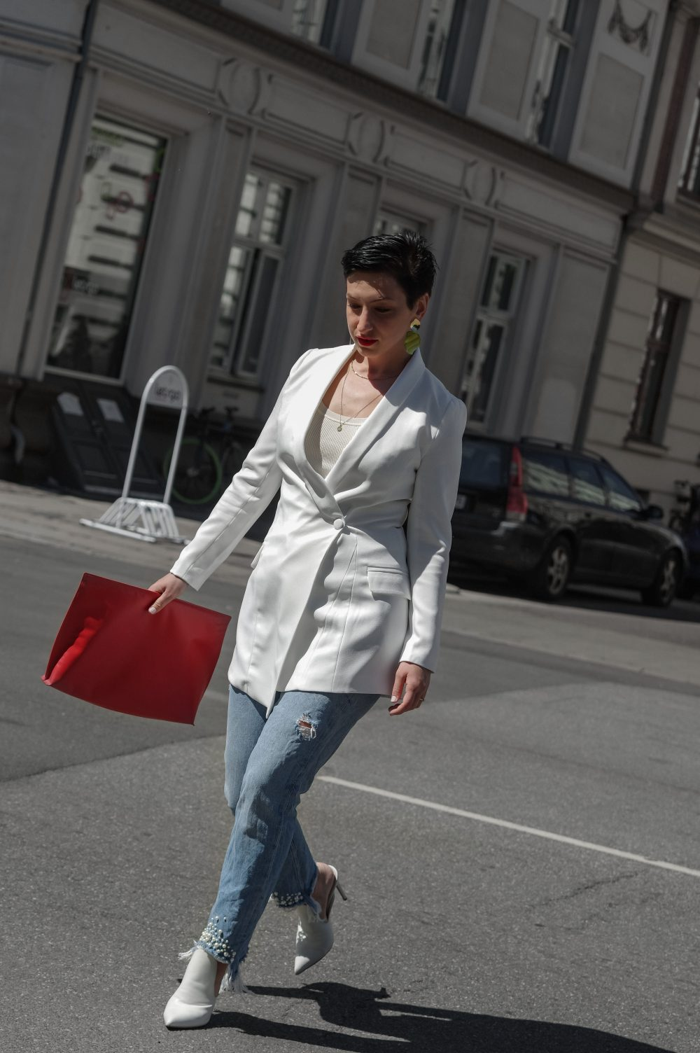 work wear, white blazer, spring outfit idea, how to make a great first impression at work or in life, streetstyle, scandinavian, minimal fashion3
