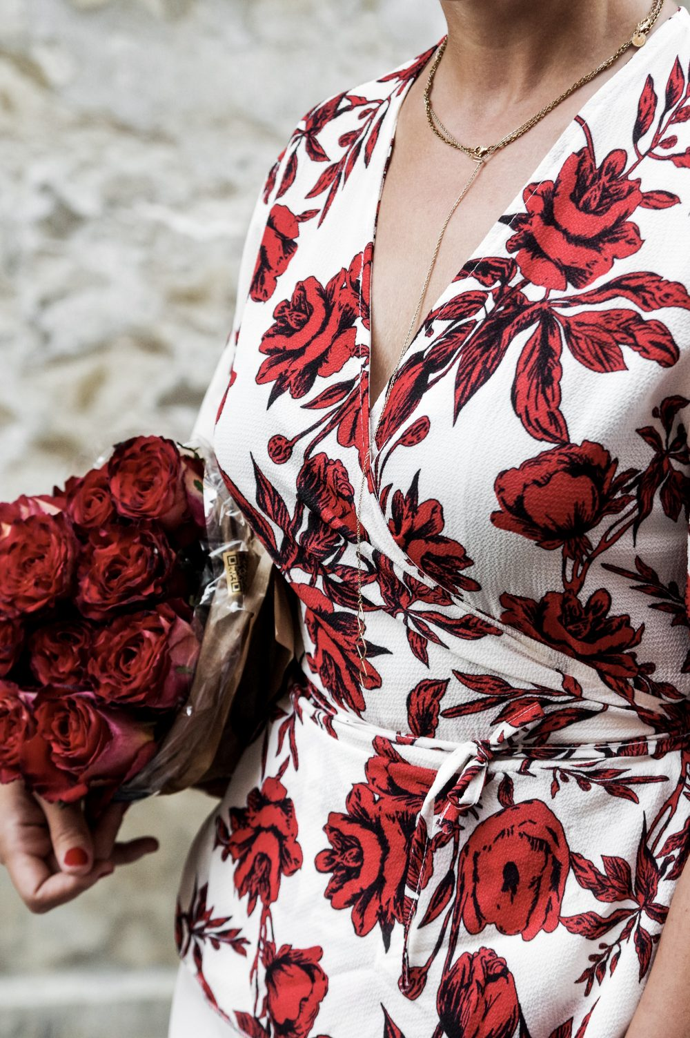 floral summer shirt blouse, boohoo shirt, work wear shirt,summer shirts and blouses for work and casual, summer fashion, summer style 2018, summer outfits, work wear summer outfits, mihabalan.com