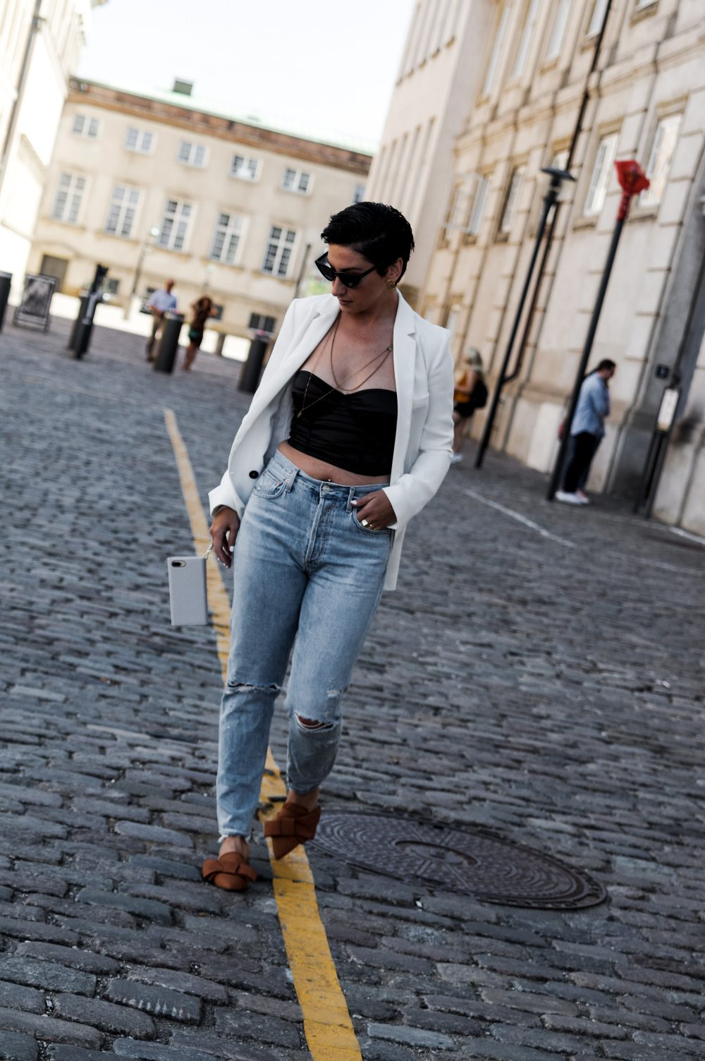 scandinavian-style-fall-outfit-summerfall-outfit-jeans-denim-outfit-of-the-day-streetstyle-outfit.